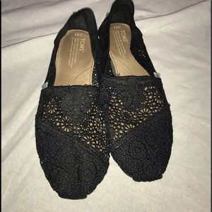 Toms 8 1/2 wide shoes